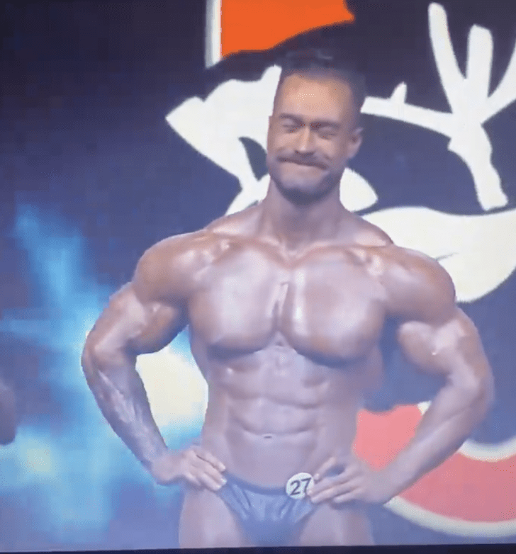 Chris Bumstead mr olympia 2021 classic physique